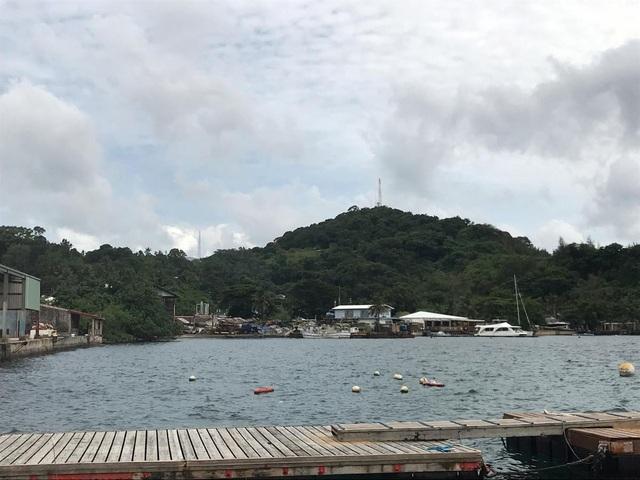 Bãi biển vắng vẻ ở Koror, Palau ngày 5/8 (Ảnh: Reuters)
