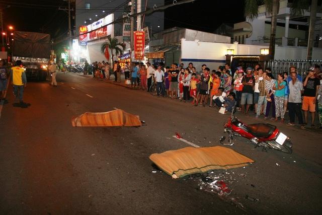 Hiện trường vụ tai nạn nghiêm trọng làm hai người chết tại chỗ vào tối ngày 20/8