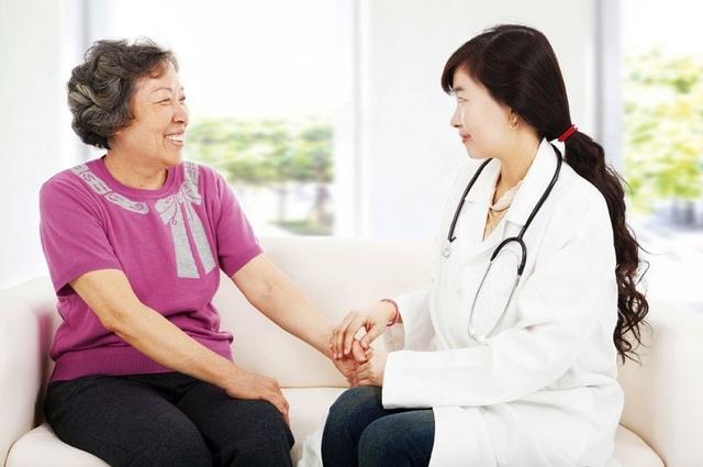 Người được khám sẽ có tinh thần thoải mái hơn khi được chăm sóc sức khỏe ngay tại ngôi nhà của mình.