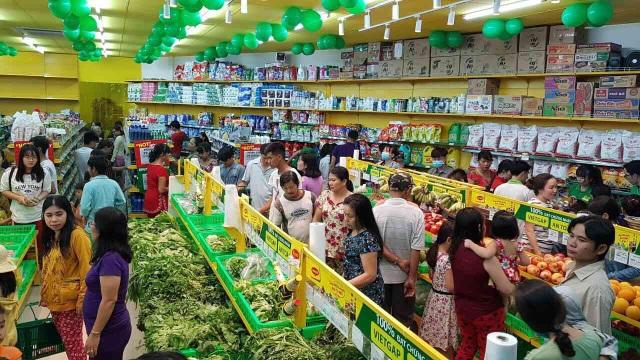 Siêu thị Bách hóa Xanh mới mở trên địa bàn các tỉnh đều thu hút rất đông khách hàng đến mua sắm vì thế nhu cầu về nhân lực là rất lớn