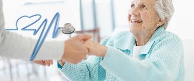 Dịch vụ bác sĩ gia đình rất phù hợp với những trường hợp khó khăn trong đi lại.