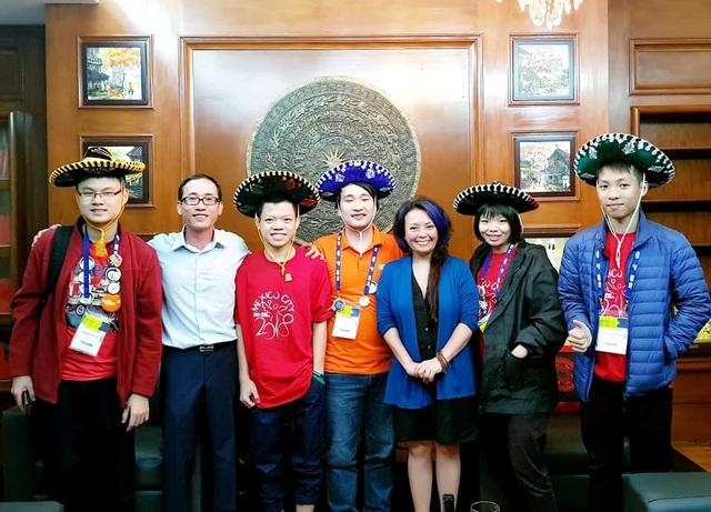Các bạn trẻ nhận được sự ủng hộ nhiệt tình từ Đại sứ quán Việt Nam tại Mexico.