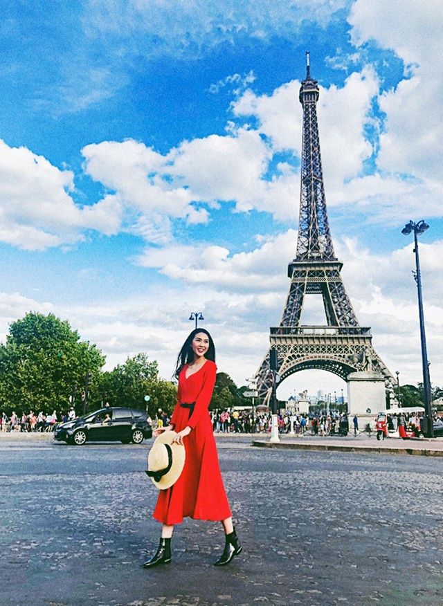 Hoa hậu Sắc đẹp châu Á đã có cơ hội ghé thăm nhiều địa danh nổi tiếng của châu Âu như tháp Eiffel, tòa thánh Vatican cùng nhiều nhà thờ, bảo tàng, cung điện nổi tiếng.