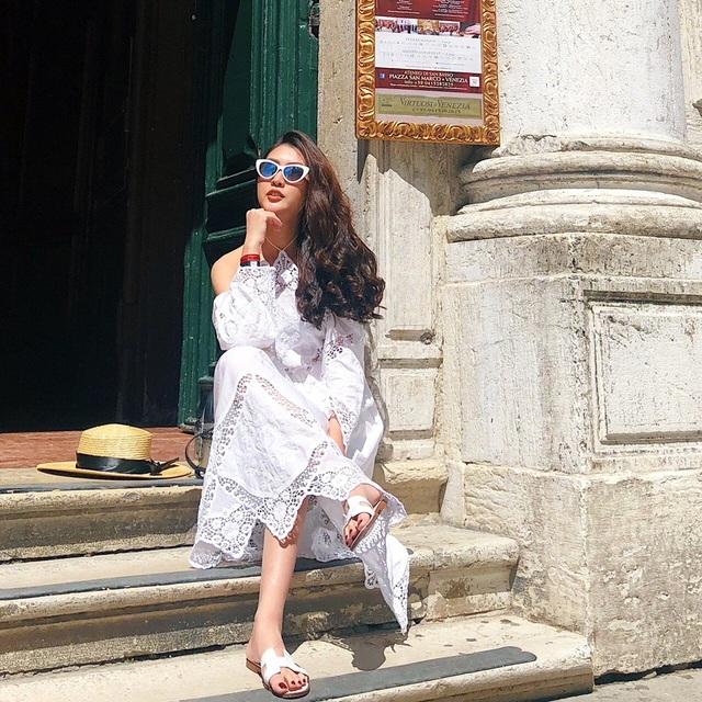 Hiện tại, Tường Linh được đánh giá là một trong những nhan sắc sở hữu vẻ đẹp trẻ trung, tươi tắn, tác phong làm việc hòa đồng, thân thiện cùng phong cách thời trang hiện đại, cá tính của showbiz Việt... Vốn được xem là một trong những fashionista có tiếng, là icon về thời trang, Tường Linh xuất hiện trong những shoot hình tự chụp với những set đồ cực chất trên đường phố Âu châu.