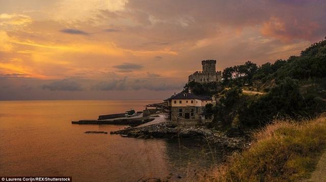 Vẻ đẹp yên ả bình yên ở vùng núi thiêng Athos thuộc phía bắc Hy Lạp
