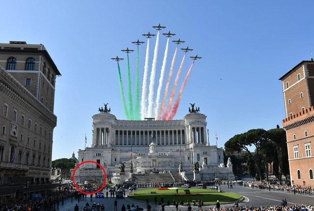 Khu tưởng niệm Altare della Patria được xây dựng để tưởng nhớ vị vua đầu tiên của Italy khi thống nhất - Hoàng đế Vittorio Emanuele II, và tôn vinh những người đã ngã xuống để bảo vệ đất nước