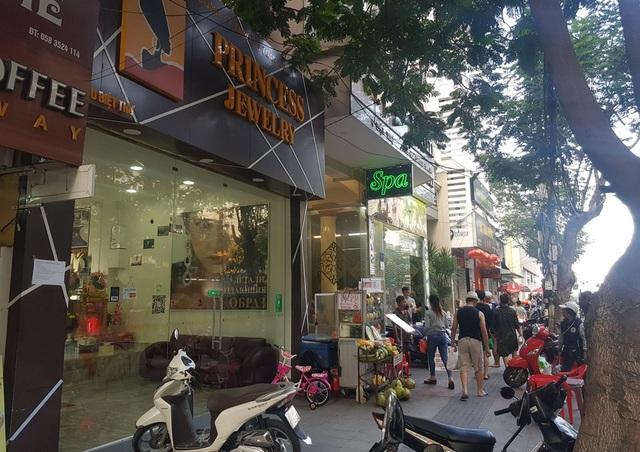 Hàng loạt cửa hàng công khai thanh toán qua Wechat Pay với khách Trung Quốc - 2