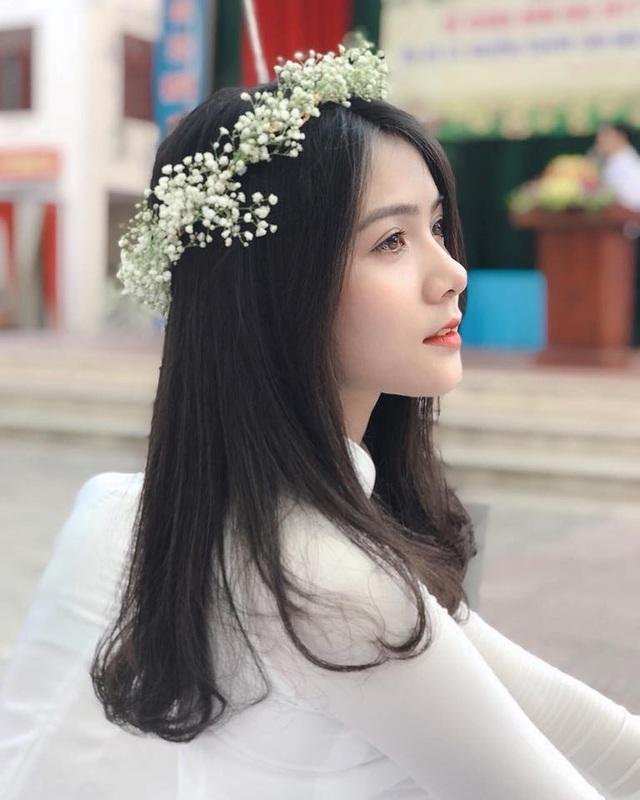 Thu Giang (sinh năm 2000) là cựu học sinh trường THPT Lý Thái Tổ, (Từ Sơn, Bắc Ninh). Không chỉ xinh đẹp, Giang còn có khá nhiều tài lẻ như thích hát, múa, đặc biệt 10x rất thích chụp ảnh.