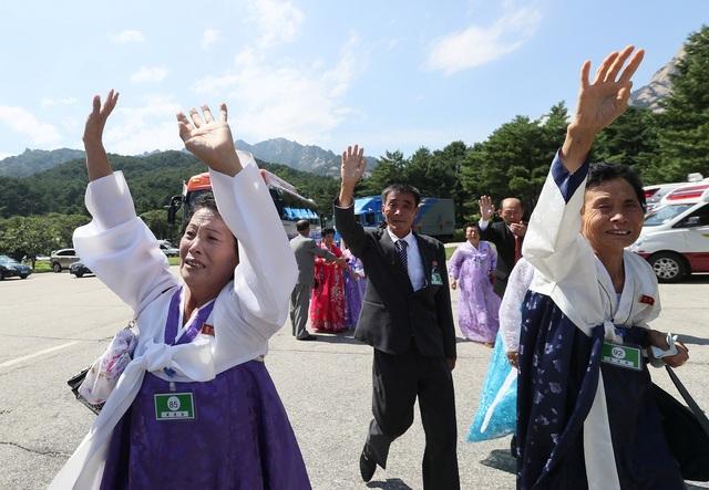 Cuộc đoàn tụ giữa các gia đình bị ly tán trên bán đảo Triều Tiên diễn ra sau các cuộc gặp ngoại giao giữa Tổng thống Hàn Quốc Moon Jae-in và nhà lãnh đạo Triều Tiên Kim Jong-un.