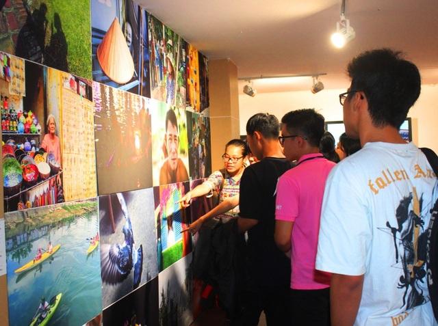 Triển lãm ảnh giáo dục về hiểu biết quốc tế vừa khai mạc tại Bảo tàng Mỹ thuật Đà Nẵng chiều 22/8