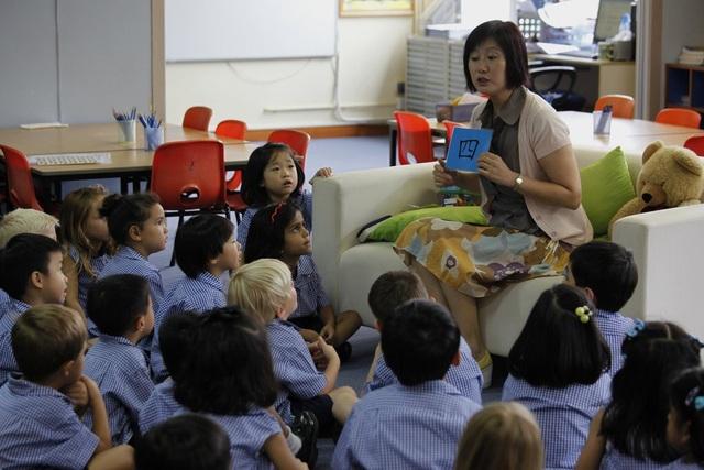 Các học sinh nước ngoài trong một giờ học tại Hong Kong (Ảnh: New York Times)