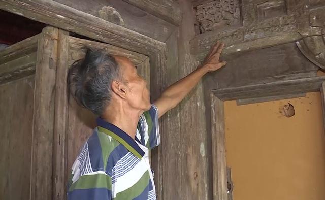 Những căn nhà cổ với những nét hoa văn được trạm trổ tinh vi, nghệ thuật.