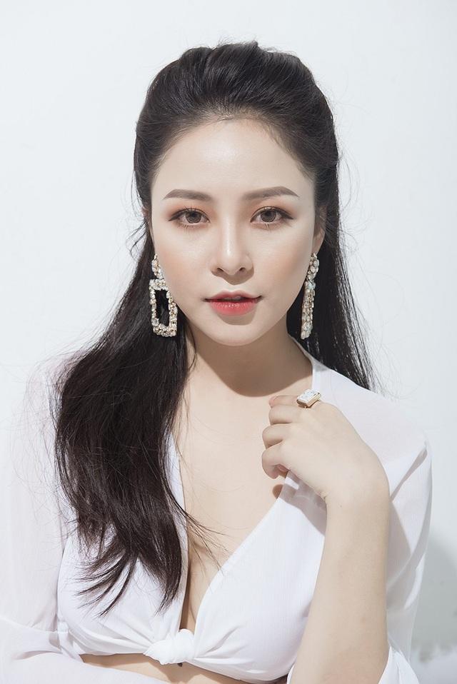 Đỗ Thị Trâm Anh (sinh năm 1995), hiện đang làm người mẫu ảnh, chủ hệ thống cửa hàng thuốc cùng tên khá nổi tiếng tại Hà Nội.