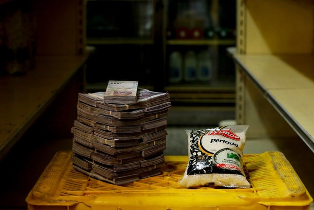 Một túi gạo 1kg có giá 2,5 triệu Bolivar (tương đương 0,38 USD). (Nguồn: Reuters)