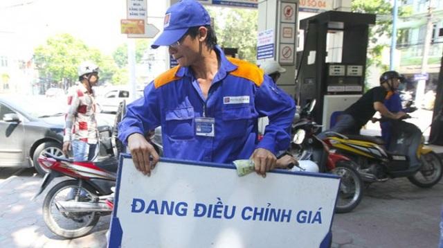 Trong khi giá xăng được giữ nguyên, giá dầu diesel và dầu hỏa... sẽ được điều chỉnh.