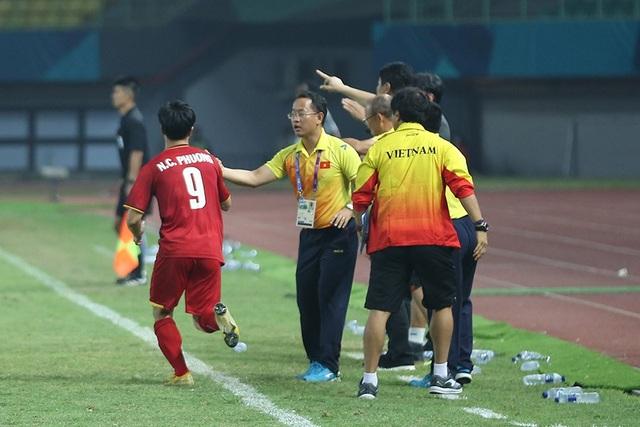 Olympic Việt Nam ăn mừng chiến thắng đầy cảm xúc, cảm ơn đồng đội Hùng Dũng - 14