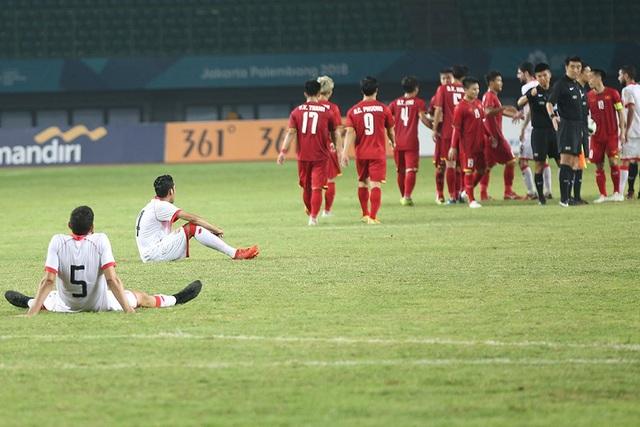 Olympic Việt Nam ăn mừng chiến thắng đầy cảm xúc, cảm ơn đồng đội Hùng Dũng - 12