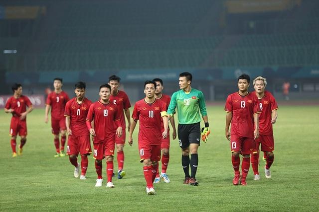 Olympic Việt Nam ăn mừng chiến thắng đầy cảm xúc, cảm ơn đồng đội Hùng Dũng - 10