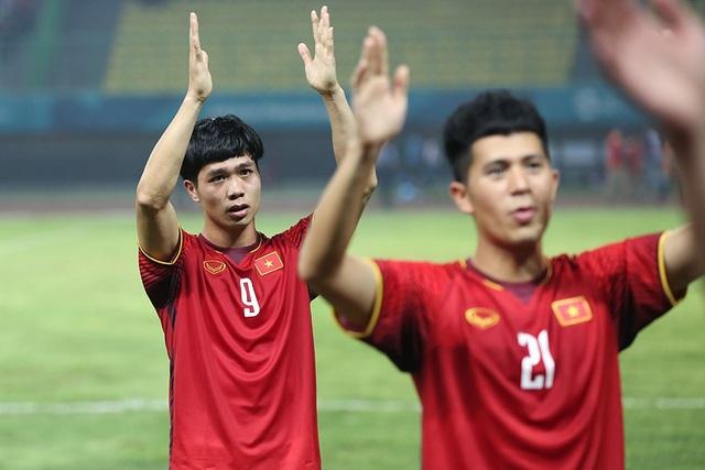 Olympic Việt Nam ăn mừng chiến thắng đầy cảm xúc, cảm ơn đồng đội Hùng Dũng - 4