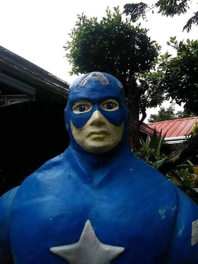 Còn đây là Captain America Đội trưởng Mỹ với gương mặt thất thần và buồn rầu không kém