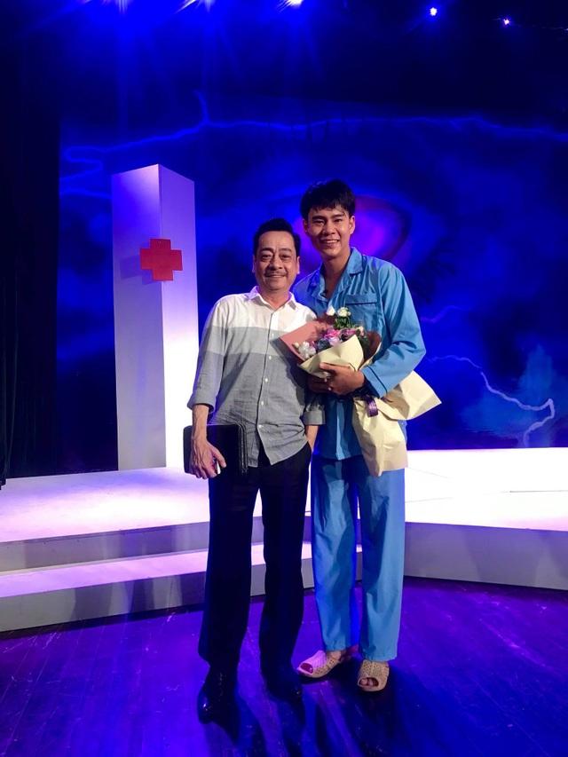 Nhà hát Kịch Việt Nam đã mời NSND Hoàng Dũng dàn dựng lại vở kịch Nguồn sáng trong đời của cố tác giả Lưu Quang Vũ.