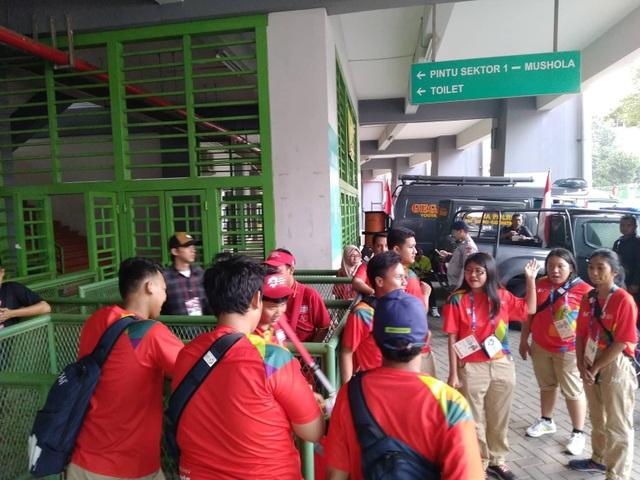 Cổng soát vé bên ngoài sân vận động Patriot Candrabhag