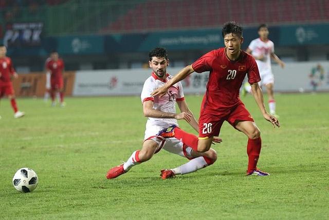 Văn Đức gặp nhiều khó khăn trước Bahrain chơi đầy quyết tâm