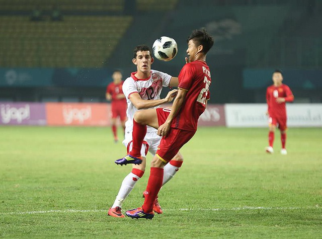 Olympic Việt Nam gặp nhiều khó khăn trước Bahrain chơi đầy thể lực