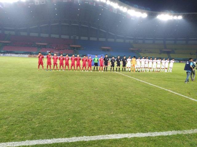 Hai đội chuẩn bị bước vào trận đấu