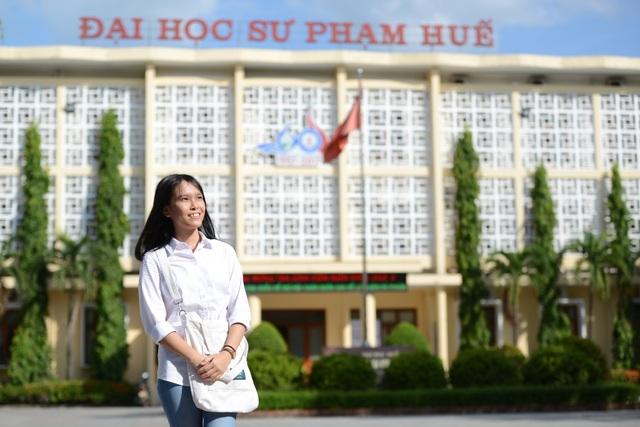 Em Huỳnh Thị Diễm Hằng - Thủ khoa Trường Đại học Sư phạm - Đại học Huế năm 2018.