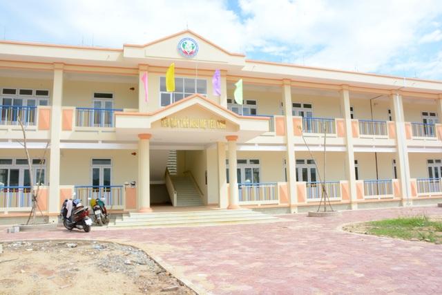 Trường mầm non thị trấn Sông Vệ được xây dựng với kinh phí 7 tỷ đồng đã hoàn thành, đưa vào sử dụng trong năm học 2018 - 2019.