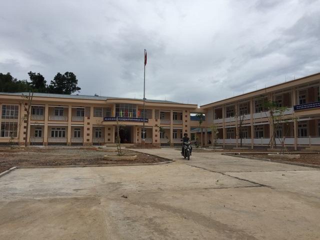 Trường tiểu học Trà Lãnh (huyện miền núi Tây Trà, Quảng Ngãi) hoàn thành giúp học sinh nhà trường không phải học ghép, ở nhờ tại điểm trường phổ thông dân tộc bán trú THCS Trà Lãnh.