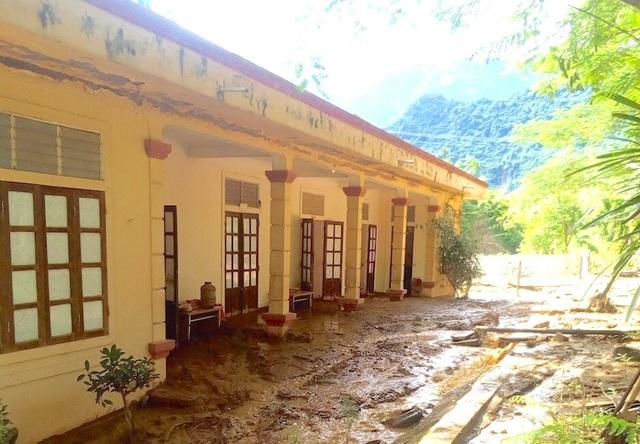 Hiện nay, Phòng GD&ĐT Kỳ Sơn chỉ đạo Hiệu trưởng các trường bị thiệt hại tiếp tục phối hợp với cấp ủy, chính quyền địa phương và các cơ quan, ban ngành để khắc phục thiệt hại do cơn bão số 4 gây ra.