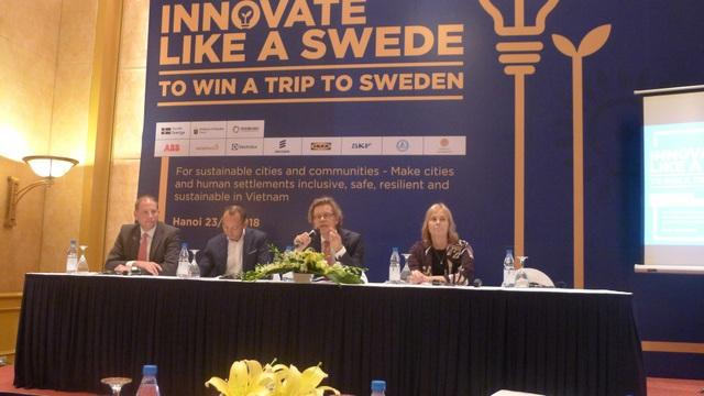 Đại sứ Pereric và các đại diện công ty Thụy Điển, đại diện Đại học Uppsala gặp gỡ báo chí tại sự kiện phát động cuộc thi Sáng tạo như người Thụy Điển. (Ảnh: Minh Phương)