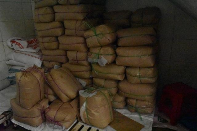 Những gói nguyên liệu trong quán cơm