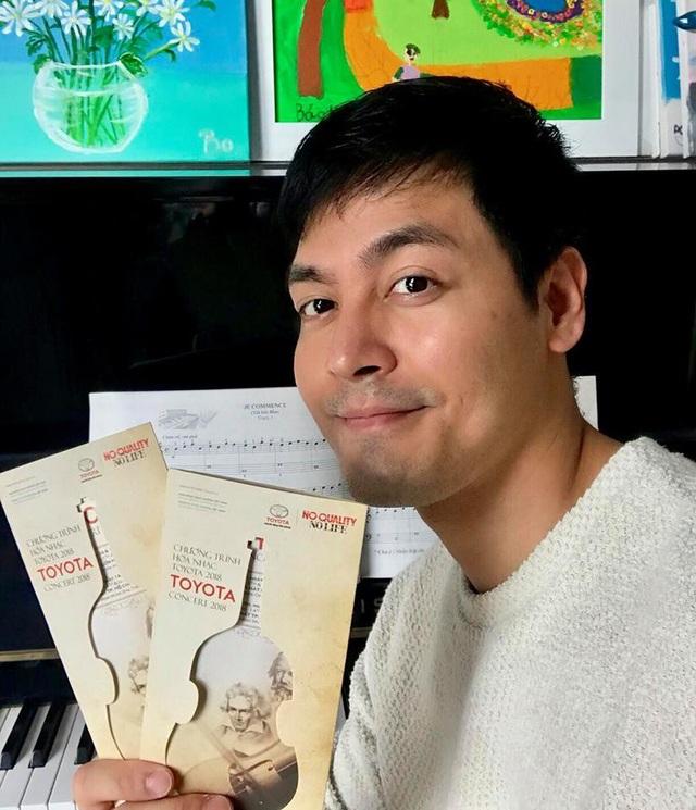 """Phan Anh và Uyên Linh """"khoe""""vé xem hòa nhạc trên trang cá nhân Facebook"""