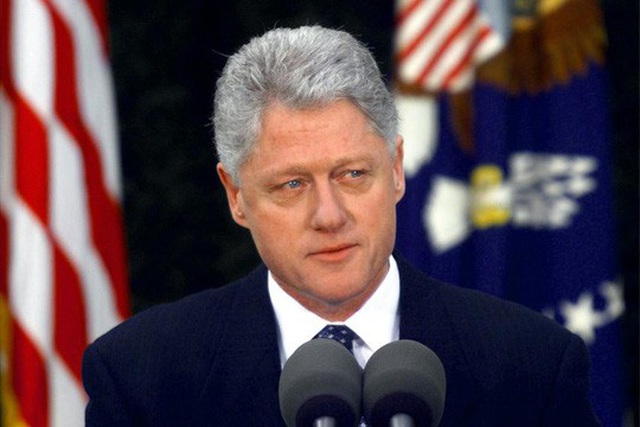 Tổng thống Bill Clinton phát biểu sau khi được Thượng viện xác định vô tội. Ảnh: Reuters