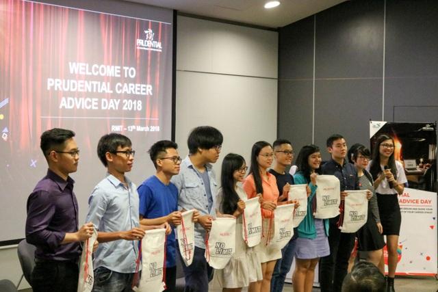 Sinh viên tham gia Ngày Tư vấn nghề nghiệp với công ty Prudential.