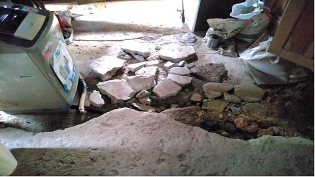 Thiệt hại đối với gia đình thầy giáo Phạm Văn Đồng khi nhà bị sạt lở làm gãy, nứt nền móng nhà, nhà bị nghiêng lệch và ước tính thiệt hại khoảng 15 triệu đồng.