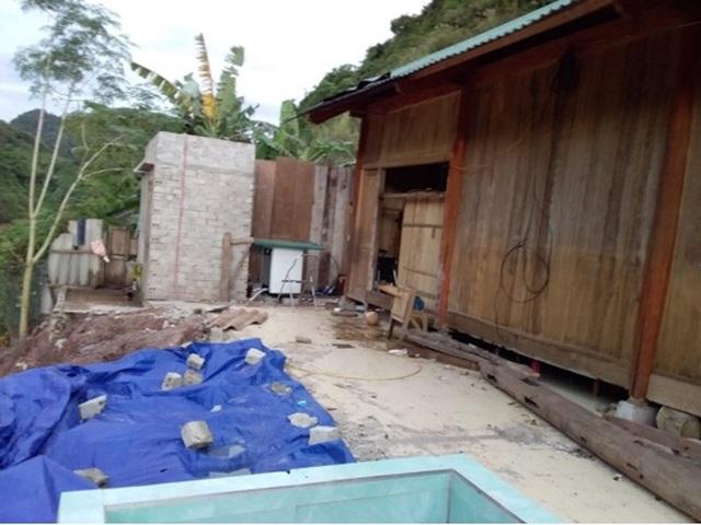 Trong khi đó, cũng chịu ảnh hưởng của bão lũ, gia đình thầy giáo Nguyễn Văn Hải cũng đã bị nền đất sạt lở làm nhà có nguy cơ đổ sập nên buộc phải di dời vào so với vị trí cũ khoảng 6m; Nhà bếp bị sập; Bể nước, công trình phụ bị nghiêng lệch không sử dụng được. Ước tính thiệt hại khoảng 35 triệu đồng.