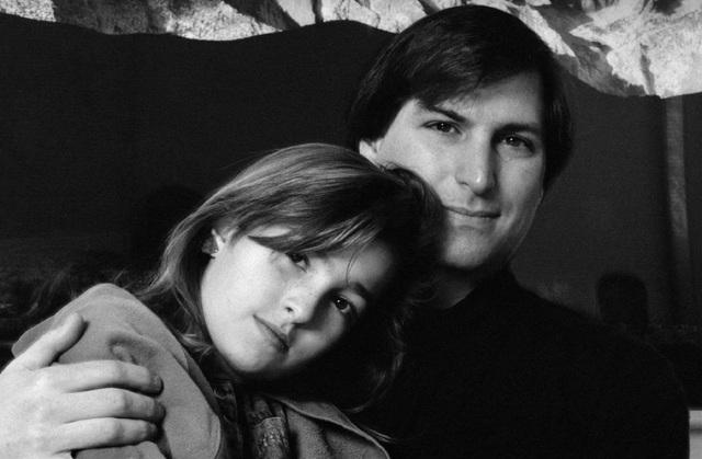 Steve Jobs và con gái Lisa Brennan-Jobs thời còn thơ ấu.