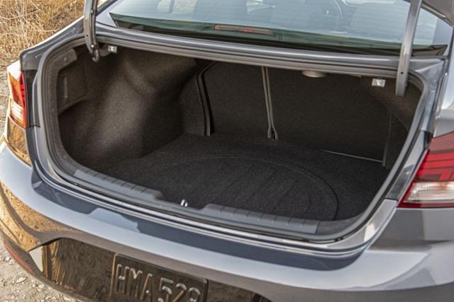 Hyundai nâng cấp Elantra, thêm nhiều trang bị - 10