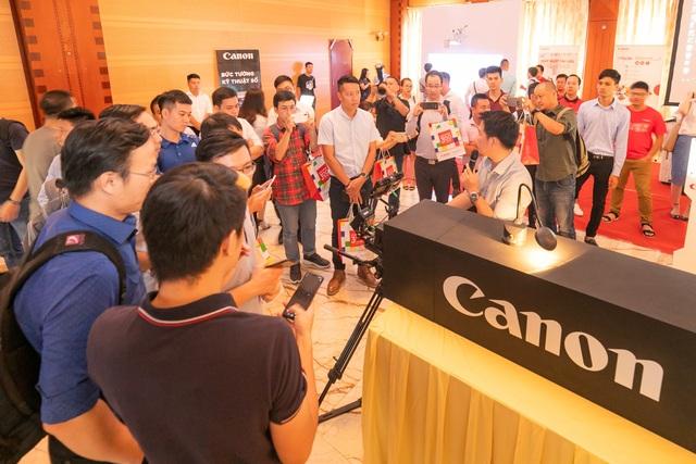Canon ra mắt máy chiếu có thể vẽ, tô màu trên màn hình - 2