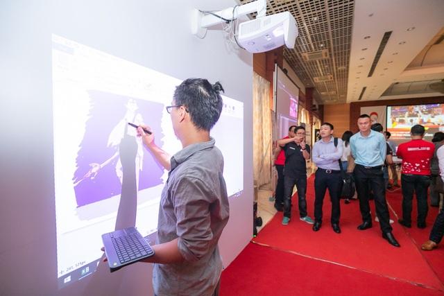 Canon ra mắt máy chiếu có thể vẽ, tô màu trên màn hình - 1
