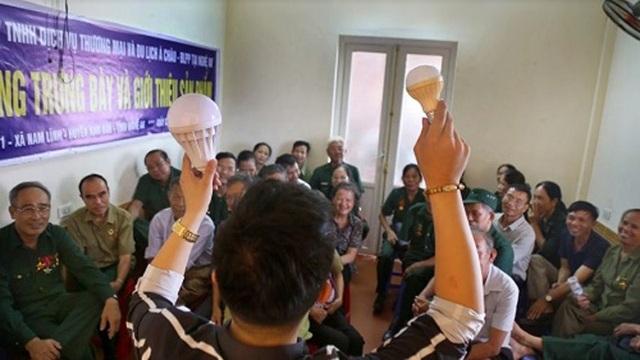 Lợi dụng việc tổ chức tham quan tri ân, nhân viên Công ty Á Châu thuyết trình, bán sản phẩm cho các CCB huyện Hương Sơn.
