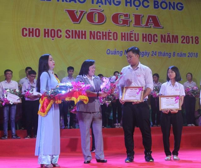 Quỹ học bổng Võ Gia trao 280 suất học bổng tổng trị giá 2,8 tỷ đồng đến học sinh nghèo hiếu học của tỉnh Quảng Ngãi
