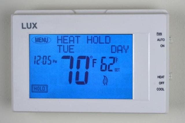 Ở trong phòng có nhiệt độ thấp có thể là một nguyên nhân gây ra bệnh huyết áp cao - Ảnh 1.
