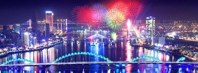 Lễ hội Pháo hoa Quốc tế Đà Nẵng đã làm thay đổi tích cực bộ mặt của thành phố biển xinh đẹp này trong suốt một thập kỷ qua. Ảnh: Báo Đà Nẵng