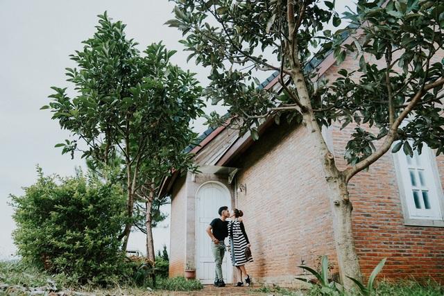 Phan Hiển và Khánh Thi trao nhau nụ hôn ngọt ngào sau tin đồn lục đục - Ảnh 4.