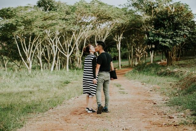 Phan Hiển và Khánh Thi trao nhau nụ hôn ngọt ngào sau tin đồn lục đục - Ảnh 5.